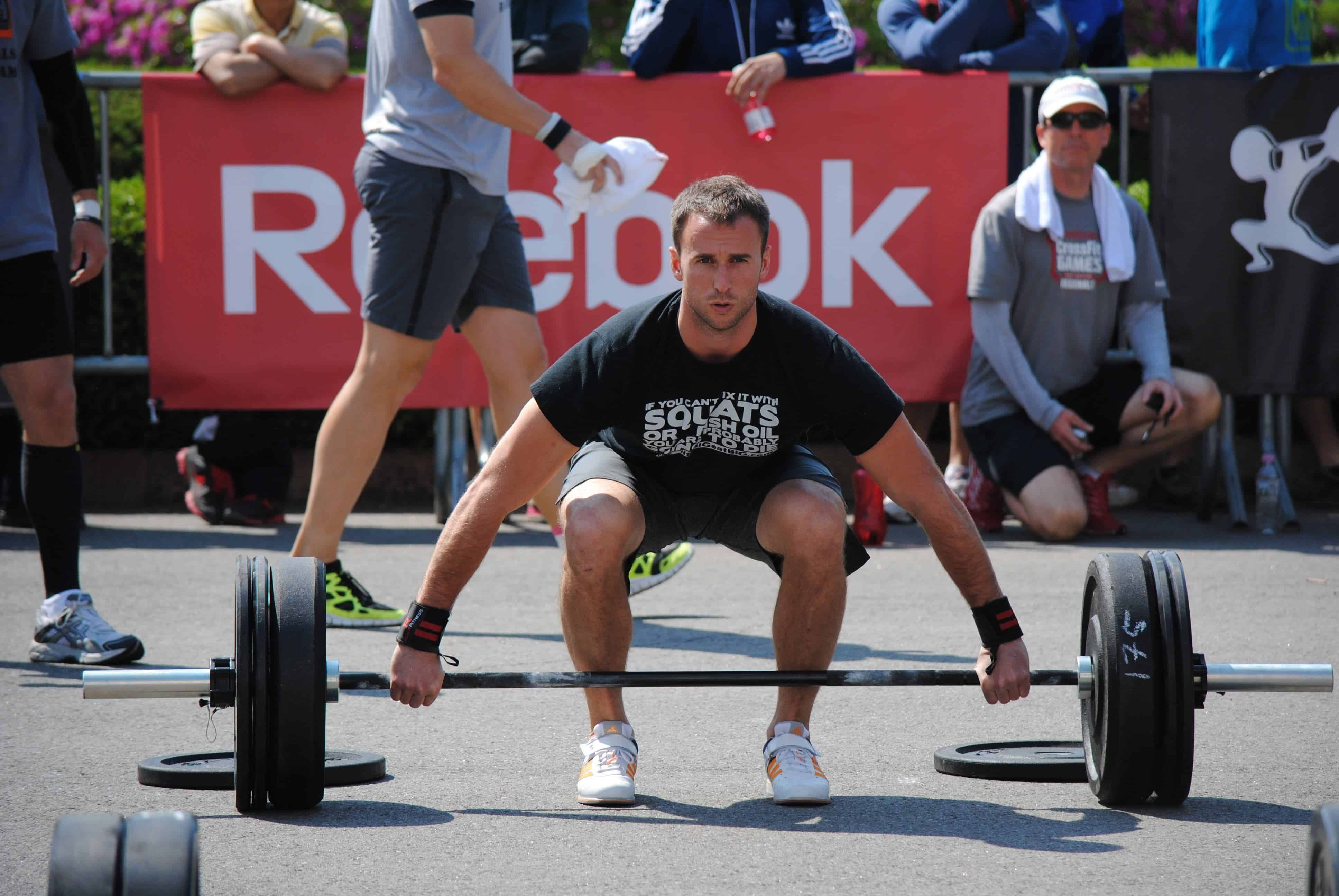 CrossFit guy doing deadlift outside in competition