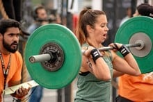 Female CrossFitter powerlifting in WOD
