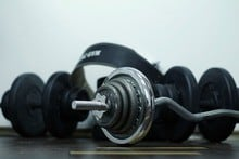 weights and barbell pad
