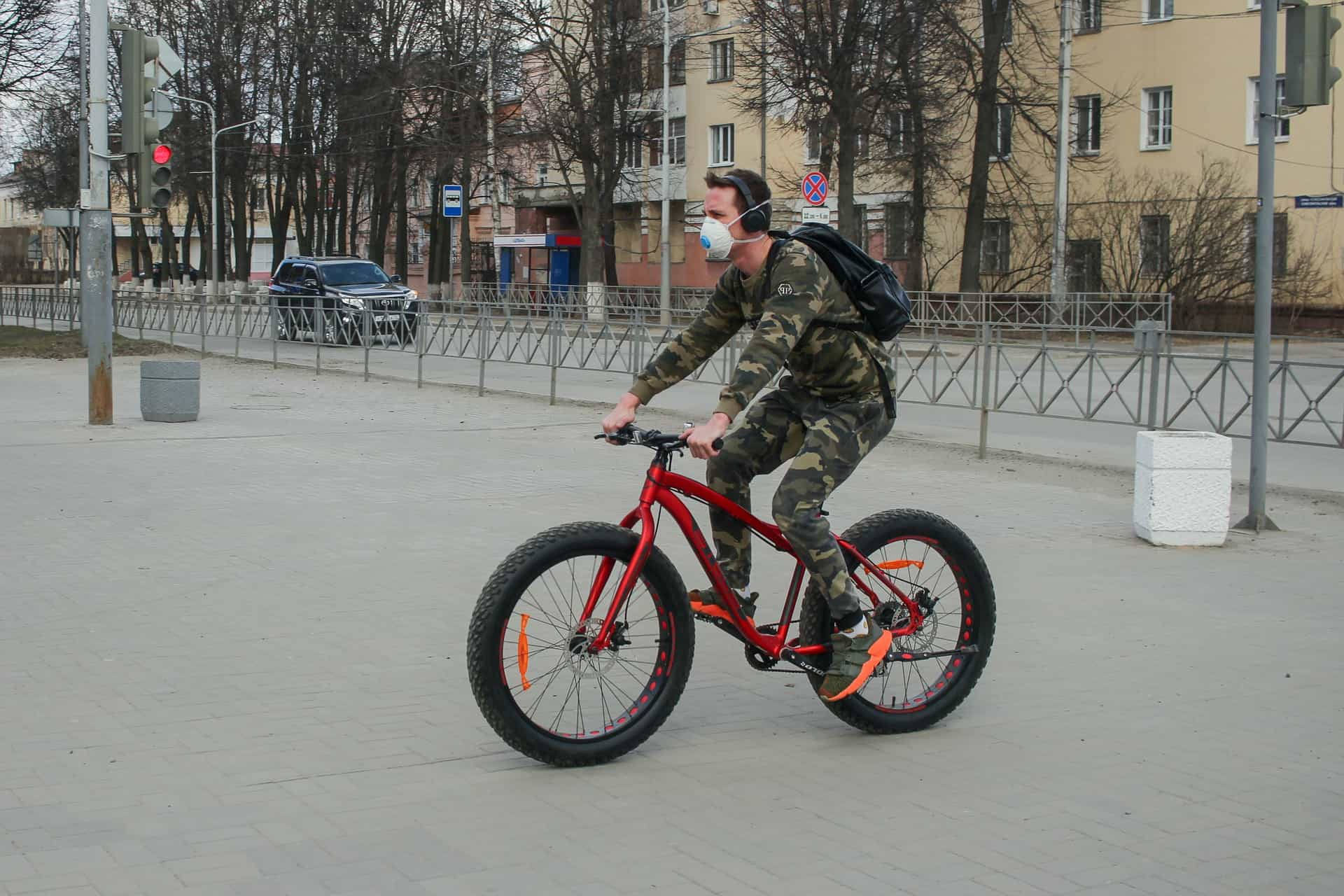 Frontliner cycling in the city